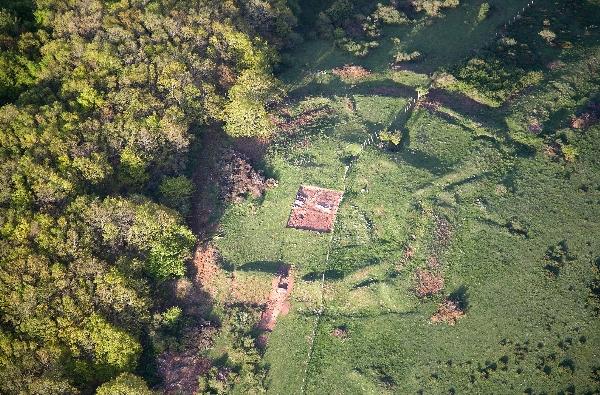 Fotografía aérea de la parte superior del campamento romano Fuente: Lino Mantecón Callejo